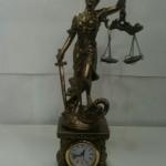 adalet tanrısı biblolu saat hediyelik eşya modeli
