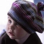 bebek örgü şeritli bere şapka modelleri
