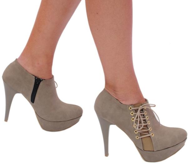 bej renkli yandan bağcıklı stiliva yüksek topuk ayakkabı modeli