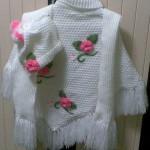 beyaz balıkçı yakalı katlı gül motifli şık örgü kız çocuk panço modelleri