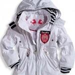 beyaz kapişonlu kışlık kız çocuk mont modeli