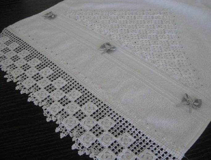 fisto dantel üzerine yapılmış havlu kenarı