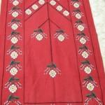 kırmızı beyaz papatya desenli etamin nakışlı çeyizlik seccade modeli