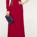 koyu kırmızı renkli uzun tek kollu uzun etekli bir kolu açık yakasında katlamalı kumaş detaylı yeni 2013 tasarımlı adil ışık abiye elbise örneği.