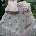 krem renkli çiçekli örgü bebek kız çocuk panço modeli
