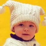 krem renkli pon ponlu örgü bebek bere modeli