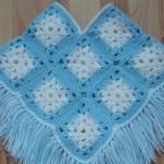 mavi beyaz renkli örgü bebek kız çocuk panço modeli örnekleri