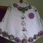mor mürdüm renkli çiçekli örgü kız çocuk bebek panço modeli