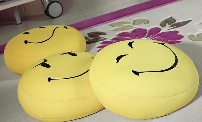 Smiley şekilli Modern Dekoratif Yastık Modeli