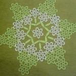 yeşil renkli çiçek motifli el yapımı dantel sehpa takımı modeli